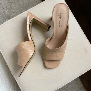 Brand new never worn nude heel